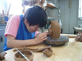陶芸作業の写真